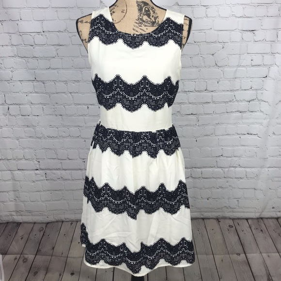 Skies Are Blue Dresses & Skirts - [Skies Are Blue] White And Black Lace Detail Dress